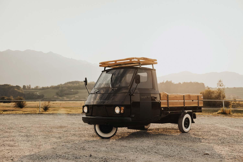 Mobile Bühne mit Holzverkleidung mieten